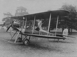 Royal Aircraft Factory B.E.2 getest door Geoffrey de Havilland.